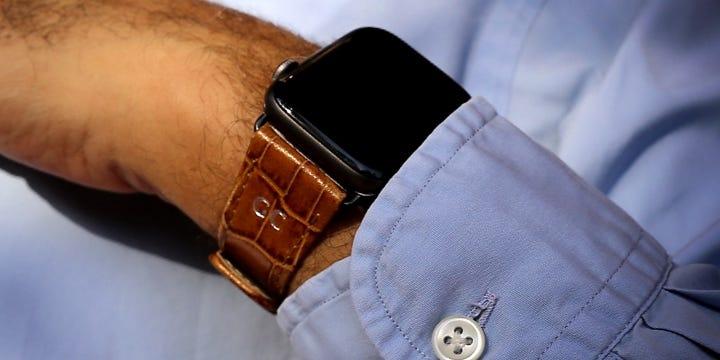 Apple Watch Series 5 Watch Band Classic - (44 mm) - Camel - Crocodile style calfskin